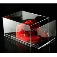 What are the characteristics of the acrylic box?